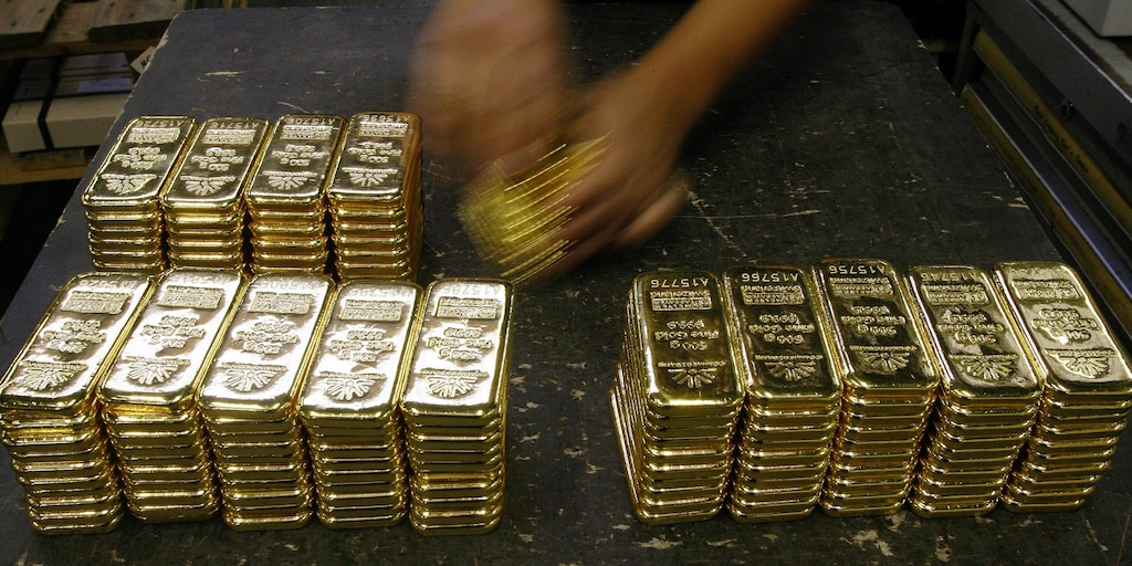 UBS global wealth management unitmoves its gold price projection up for year end