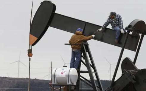 US oil output